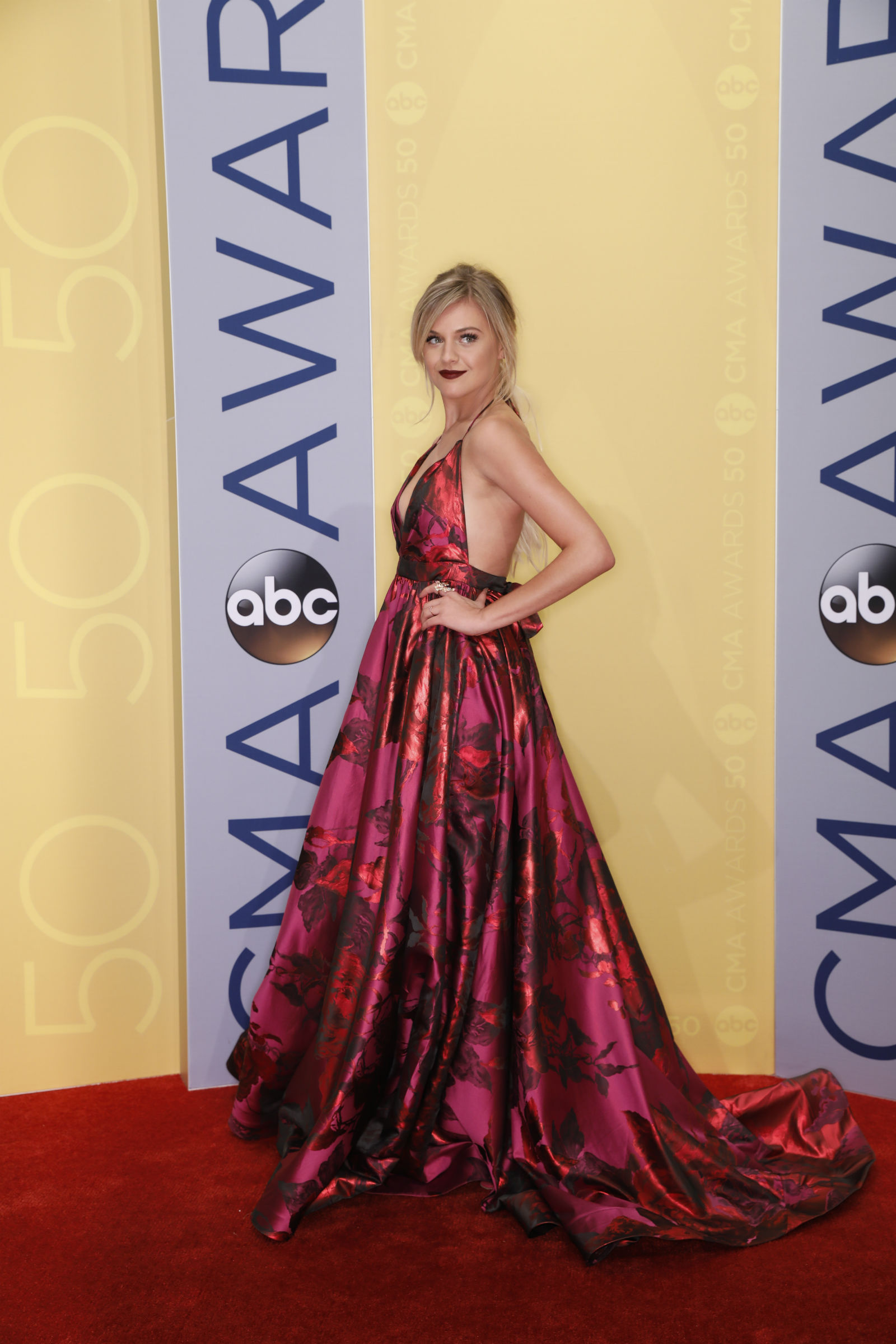 50th-annual-cma-awards-kelsea-ballerini-1478134158